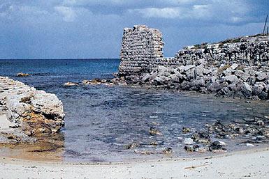 Spiaggia reperti con reperti storici